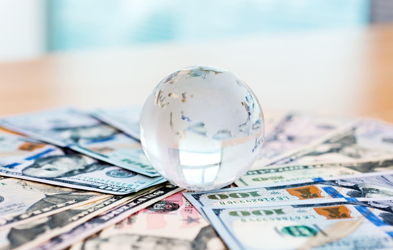 世界のお金の流れ